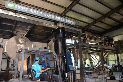 象邦帮硅藻泥工作人员进行货物搬运