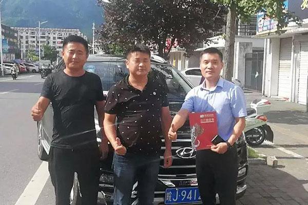 7月8日象邦华东分公司招商二部组员前往黄山成功签约意向加盟商