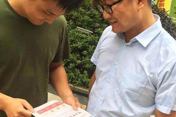 7月8日象邦爱妻日全国加盟店工作人员拜访客户奋斗在一线