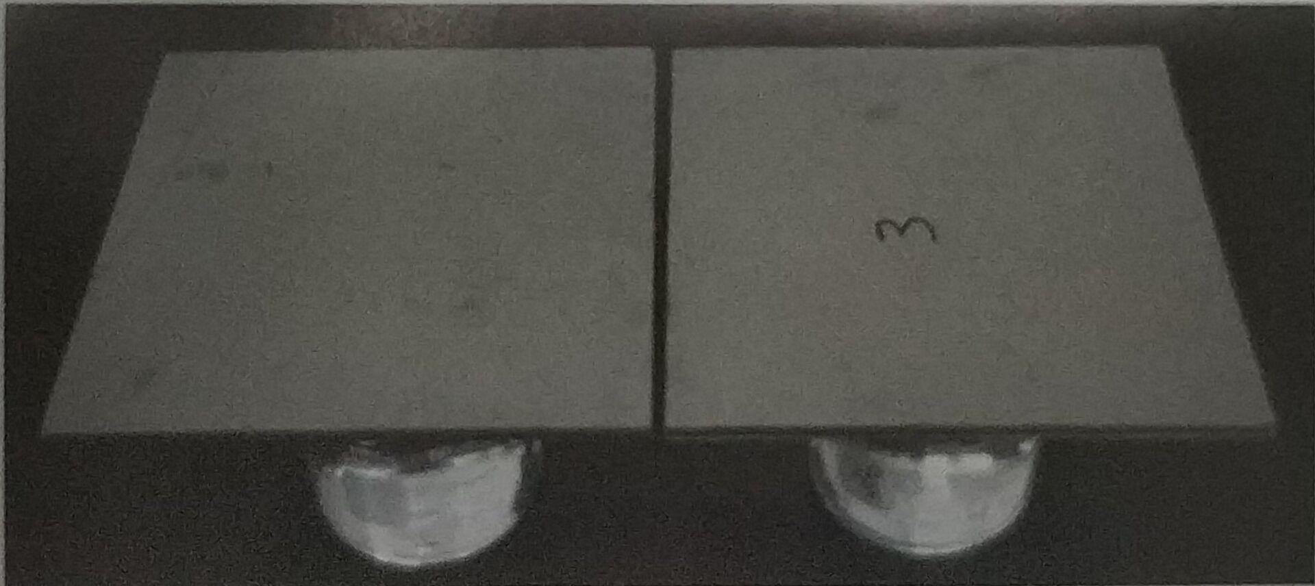 调湿防、结露性能演示,将样板放置在热水容器上
